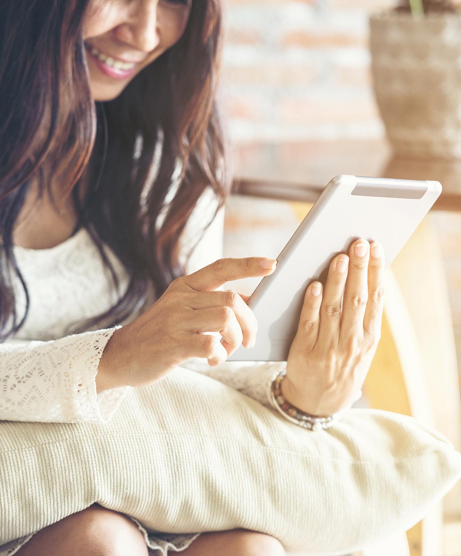 online store marketing women purchasing portia ella on tablet
